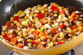 大豆とシイタケのバターじょうゆ炒めの作り方5