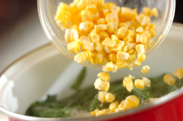 モロヘイヤとコーンのスープの作り方の手順4