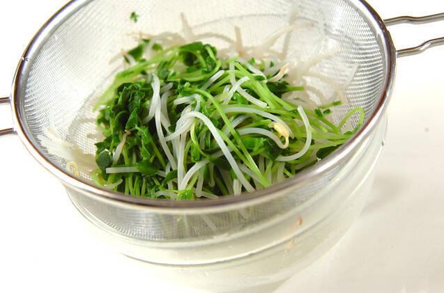 豆苗とモヤシのキムチ風の作り方の手順4