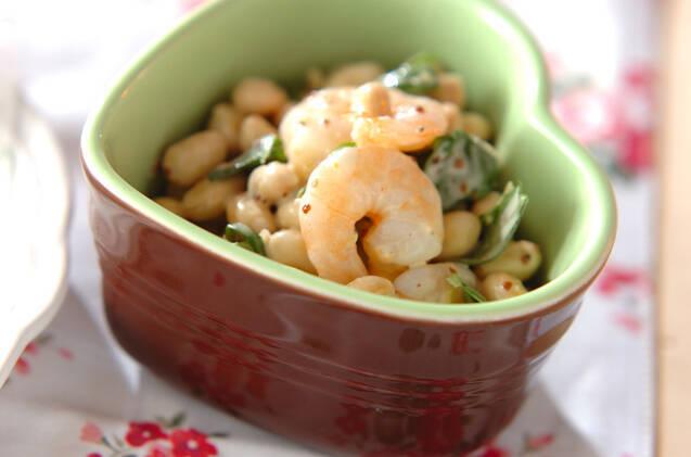 1.エビと豆のバジルサラダ