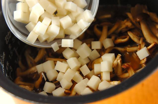 餅入りキノコ炊き込みご飯の作り方の手順3