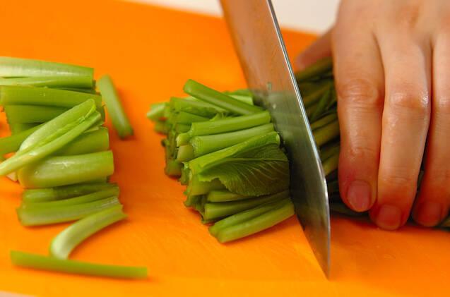 青菜と油揚げのサッと煮の作り方の手順1