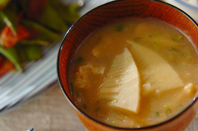 3. 油揚げとタケノコ、玉ねぎの味噌汁