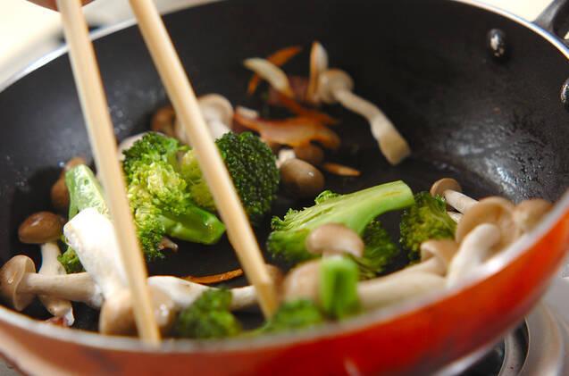 ブロッコリーのニンニク炒めの作り方の手順3