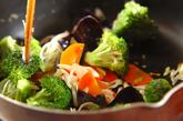 イカと卵白の塩炒めの作り方2