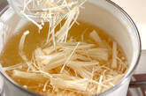 エノキと油揚げのみそ汁の作り方1