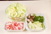 キャベツ・豚肉のピリ辛の下準備1