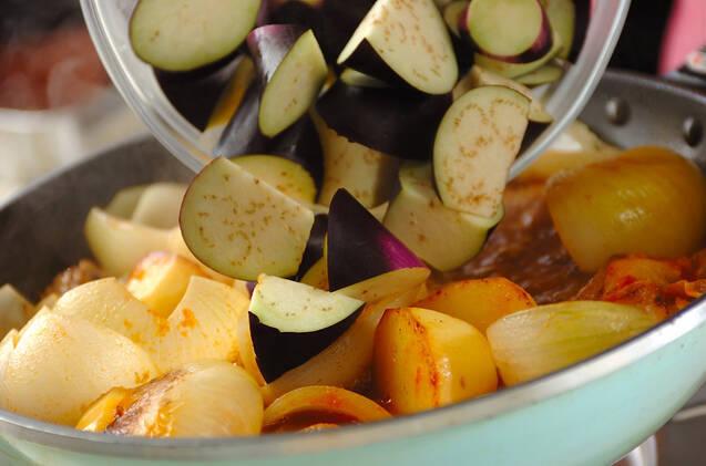 骨付き豚バラ肉と野菜の甘辛煮の作り方の手順3