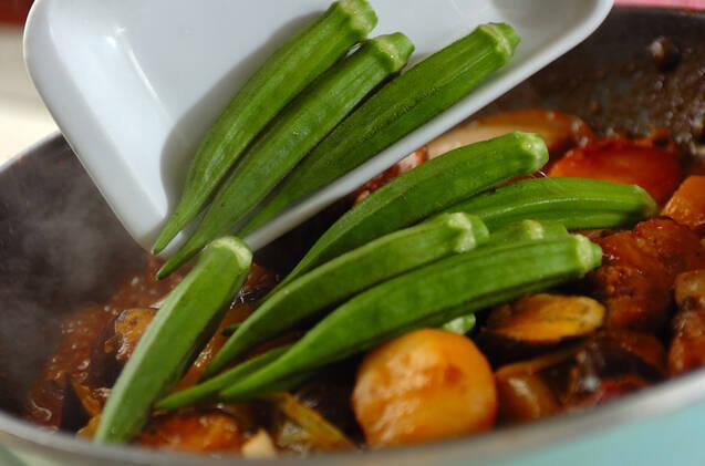 骨付き豚バラ肉と野菜の甘辛煮の作り方の手順4