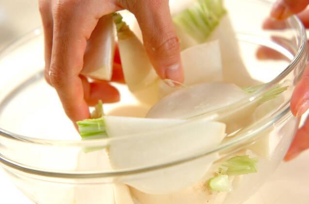 カブのさっぱり塩昆布和えの作り方の手順3