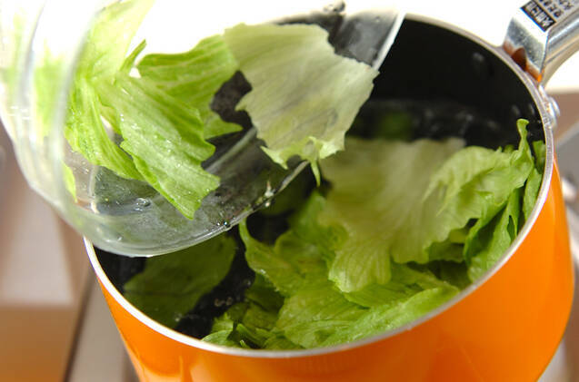 レタスと卵白のスープの作り方の手順3