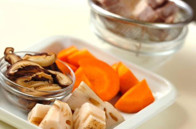 塩豚とレンコンのショウガスープの作り方の手順2