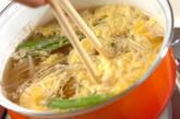 エノキとキヌサヤのかきたま汁の作り方5