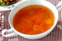 ひらひらニンジンとエビのスープ