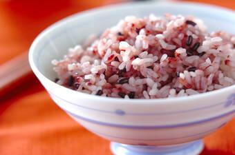 黒米入りピンクご飯
