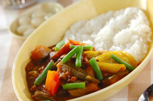にんじん、キャベツ、インゲン豆、かぼちゃなどたっぷりの野菜で作ったカレーライス
