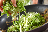 水菜とジャコのユズ炒めの作り方2