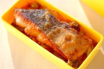 鮭とジャガイモのみそ炒め