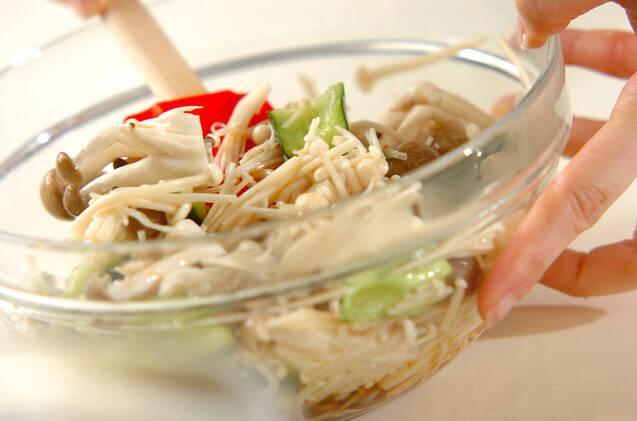 キュウリとエノキのサラダの作り方の手順6