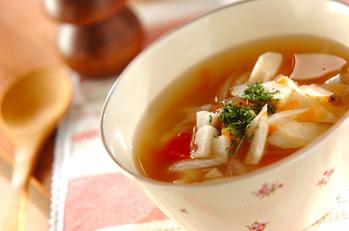 根菜とトマトのコンソメスープ