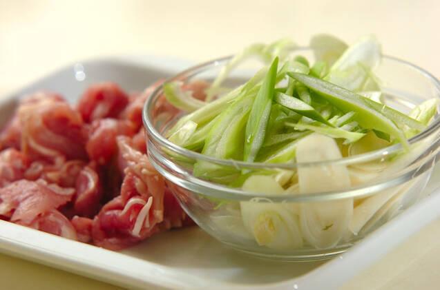 さっぱり柚子胡椒香る!鶏もも肉と白ネギのポン酢炒めの作り方の手順1
