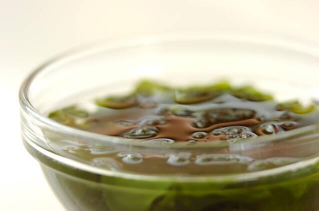里芋のみそ汁の作り方の手順1