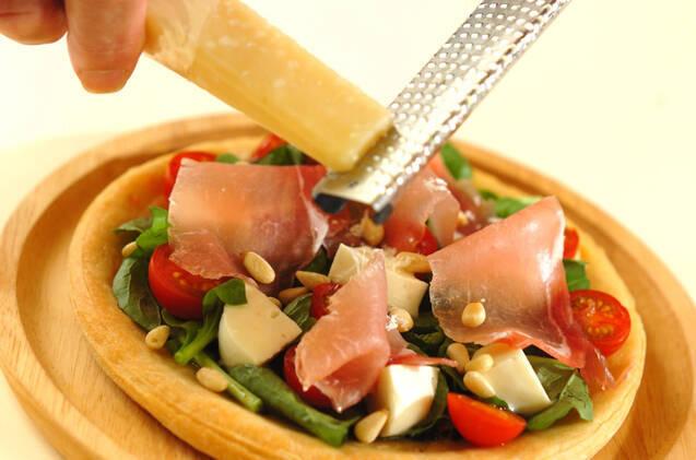 生ハムとルッコラのサラダピザの作り方の手順6