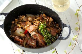 豚骨付きバラ肉のワインビネガー煮