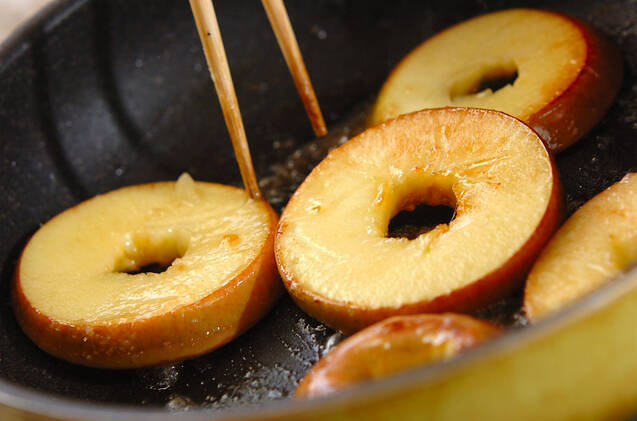 リンゴのソテーの作り方の手順2
