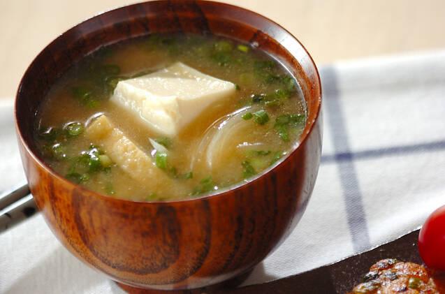 朝からほっこり温まる豆腐のみそ汁