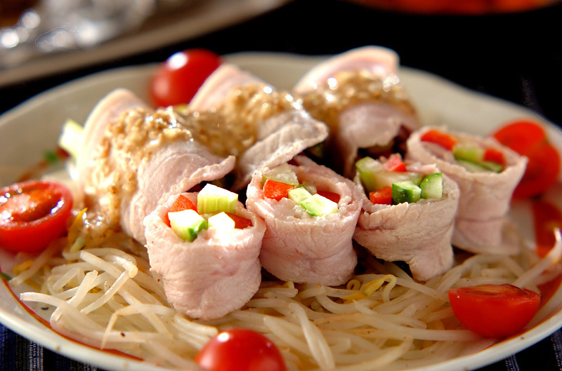 ゆで豚肉の野菜巻きともやしとミニトマト
