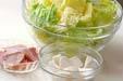 白菜と里芋のみそ汁の下準備1