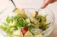 リンゴと水菜のサラダの作り方1