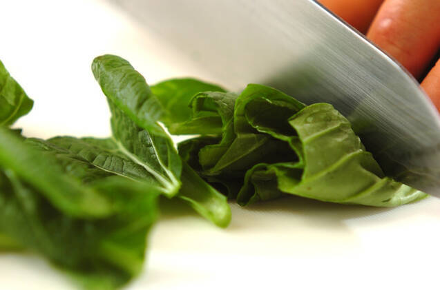 青菜とジャガイモのみそ汁の作り方の手順1