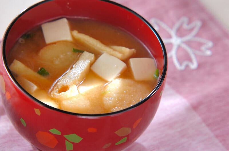 豆腐とお麩のお味噌汁