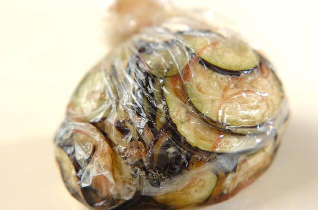 箸休めに!さっぱりナスとミョウガの塩もみの作り方の手順3