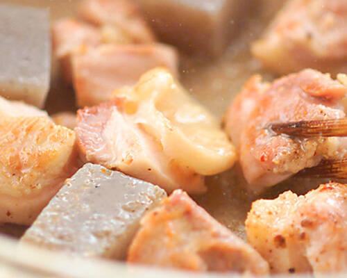 鶏肉と蒟蒻の甘辛煮の作り方の手順2