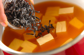 豆腐と塩昆布のお吸い物の作り方1