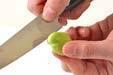 塩ゆでソラ豆の下準備1