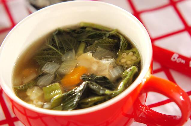 牛すじとモロヘイヤのスープ