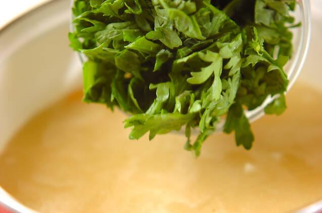 菊菜の白みそ汁の作り方の手順4