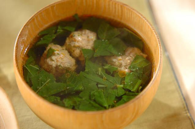 モロヘイヤの緑が引き立つ肉団子スープ