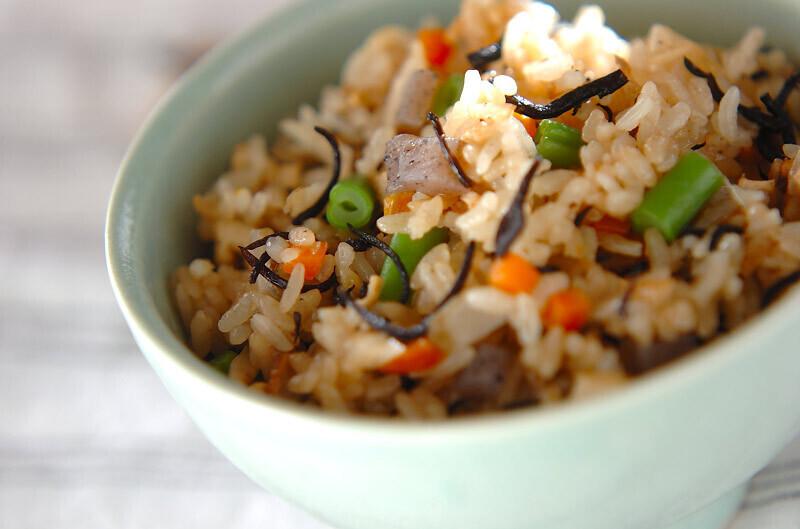1. 芽ひじきの炊き込みご飯