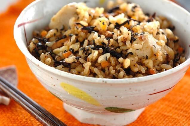 里芋の玄米炊き込みご飯