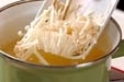 エノキと麩のみそ汁の作り方1
