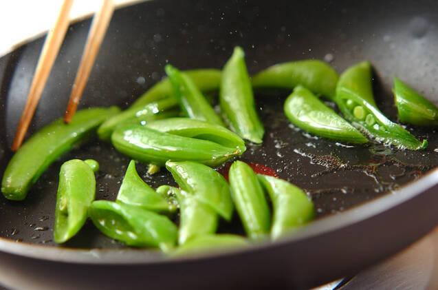 スナップエンドウのカレー炒めの作り方の手順4