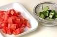 トマトのサラダの下準備1