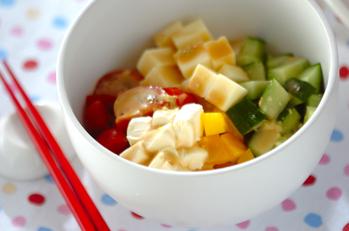 豆腐とチーズのサラダ