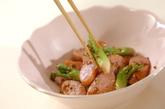 タラの芽とソーセージの粒マスタード炒めの作り方2