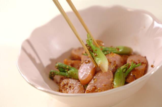 タラの芽とソーセージの粒マスタード炒めの作り方の手順2